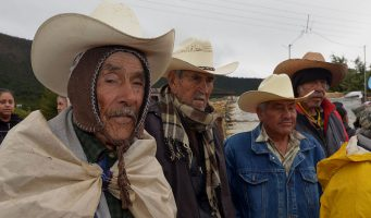 Dependencias de Torreón entregan cobertores y hules ante inclemencias del tiempo