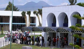 Corte falla a favor de alumnos de Michoacán que se ampararon ante el cobro de cuotas en la Universidad