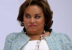 Elba Esther Gordillo permanecerá fuera del penal por tiempo indefinido; se quedará en el hospital.