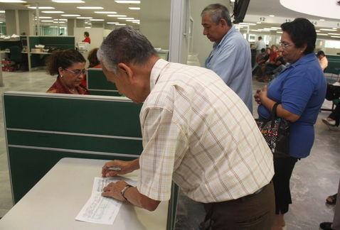 Regularizan IMSS e ISSSTE pago a miles de pensionados