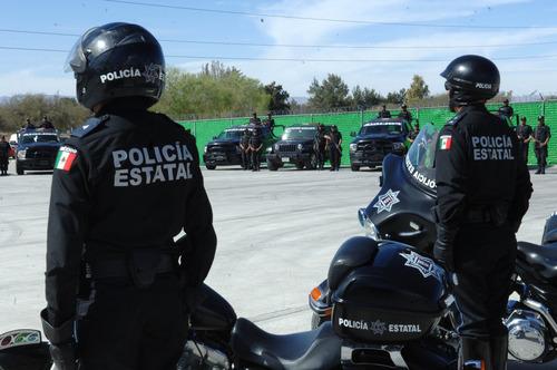 Revela encuesta que 4 de cada 10 policías estatales creen que ascenderán si les 'caen bien' a sus jefes