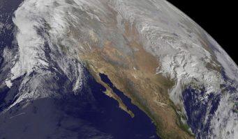 Emiten alerta por la gran tormenta de nieve Jonas en Estados Unidos; Aeropuerto de Filadelfia cancela vuelos