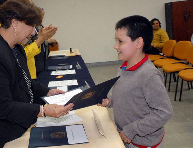 Niño genio termina diplomado en la UNAM con altas calificaciones