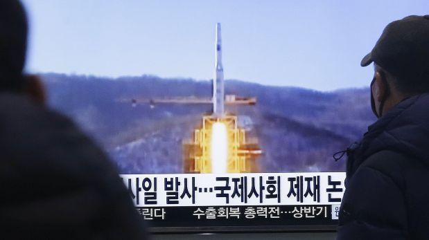 Corea del Norte lanza cohete de largo alcance pese a advertencias