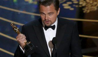 Festejan mexicanos en el ángel el Oscar de DiCaprio