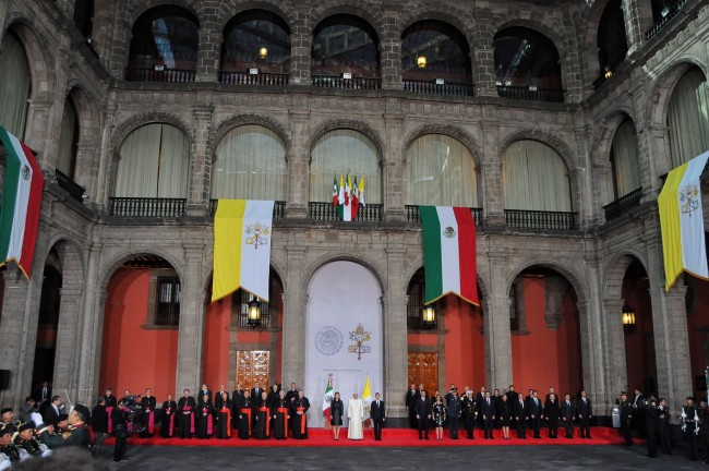 Papa Francisco pide a obispos actuar ante la violencia en México