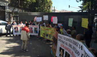 Familiares de jóvenes desaparecidos en Tierra Blanca marchan en el D.F