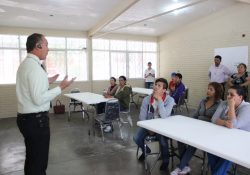 Mujeres de Torreón incursionan en el oficio de plomería