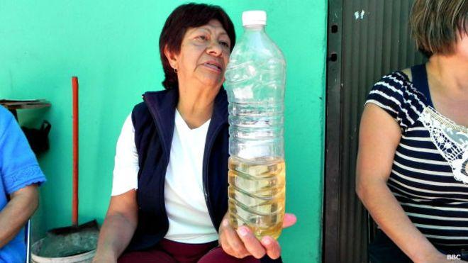 Pelean a golpes por conseguir agua vecinos de Iztapalapa en el DF