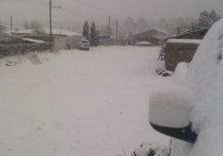 Cierre de carreteras y alertas en el norte del país por caída de nieve