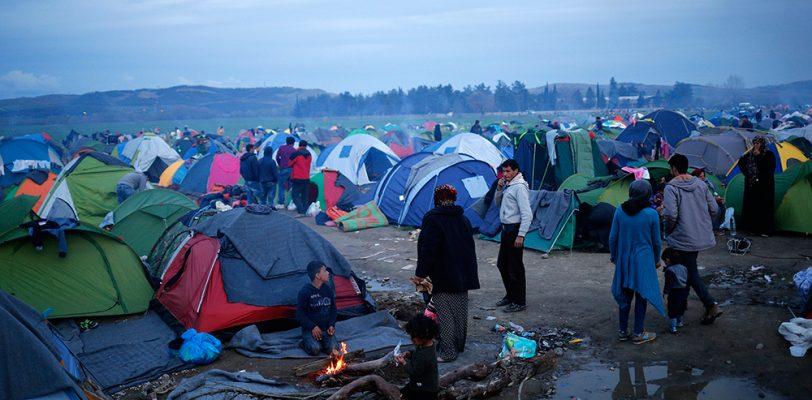 Quedan varados más de 35 mil refugiados por cierre de frontera entre Macedonia y Grecia