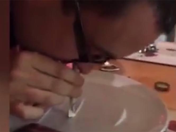 VIDEO: Sorprenden a sacerdote inhalando cocaína en casa parroquial