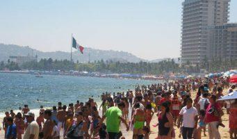 Turistas de semana santa abarrotan Acapulco pese a violencia