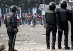 VIDEO: Mueren dos policías en protestas en Venezuela
