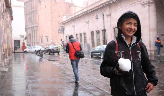 """Se """"congelan"""" las clases en diez estados del país por nevadas, lluvias y viento"""