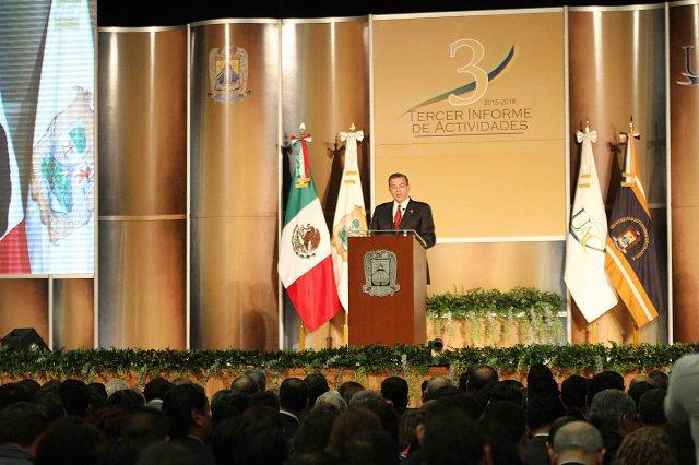 Rinde Rector Blas Flores Dávila su tercer informe en la UAdeC