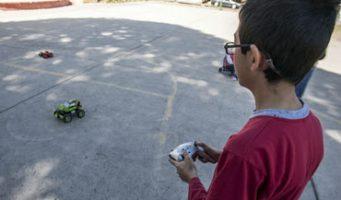 Estudiantes diseñan juguetes para niños con discapacidad visual
