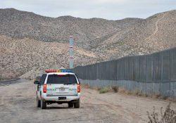 'Polleros' abandonan a bebé en frontera de México y EU