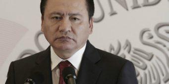 Osorio Chong condena asesinatos de alcaldes