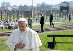 Papa Francisco visita campo de exterminio en Auschwitz