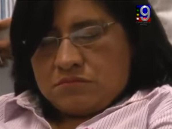 Gana $150 mil al mes y… diputada de Morena se duerme en sesión