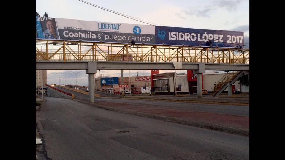Se deslinda Isidro de espectacular en Torreón