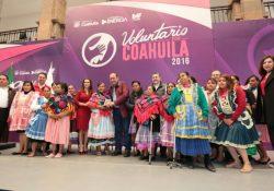 """Reconocen a coahuilenses con la presea """"Voluntario 2016"""""""