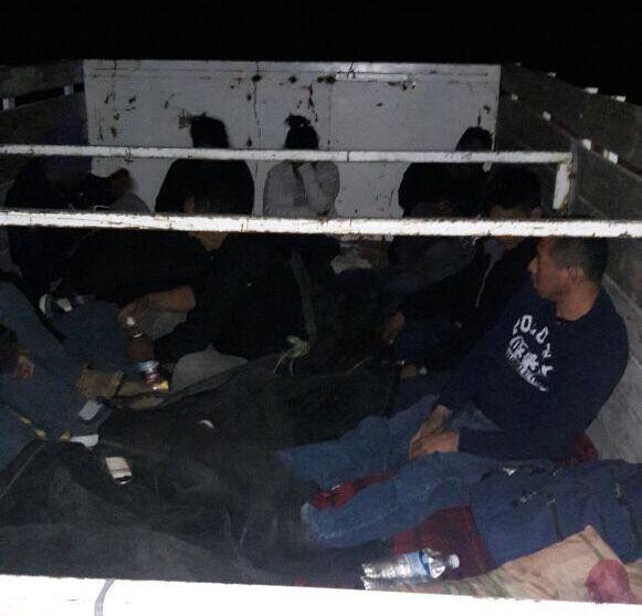 Rescatan en Coahuila a 11 centroamericanos que viajaban en camión de carga