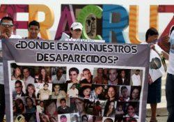 Familiares de desaparecidos exigen investigar a Javier Duarte