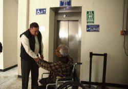 Entrega Isidro elevador de Presidencia Municipal