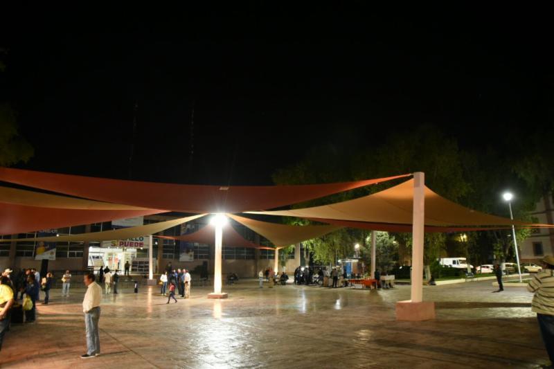 Inaugura Isidro remodelación de explanada de Presidencia