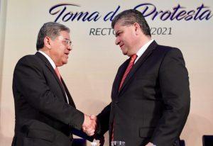 Acude Gobernador a toma de protesta del Rector de la UA DE C en Torreón