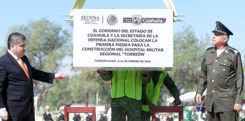 Colocan Gobernador Riquelme y Secretario de Defensa Nacional Primera piedra del Hospital Militar Regional en Torreón