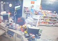 (VIDEO) Frustran robo en tienda de conveniencia de Saltillo