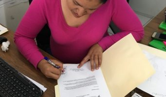 """Entrega IEC """"Certificado Democrático"""" a organismos civiles"""