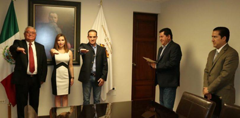 Toman protesta a nuevos funcionarios del Congreso del Estado