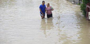 Evacuan familias en riesgo por nivel del río Aguanaval