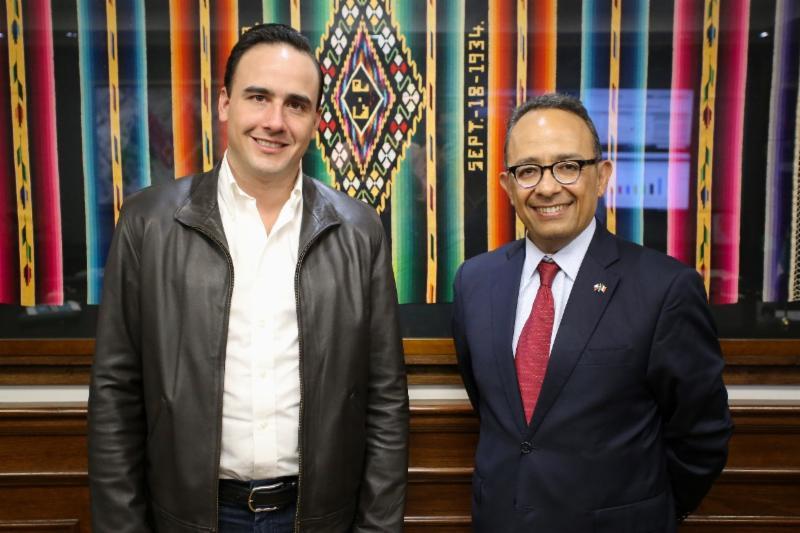 Recibe Alcalde de Saltillo a Cónsul de México en Austin