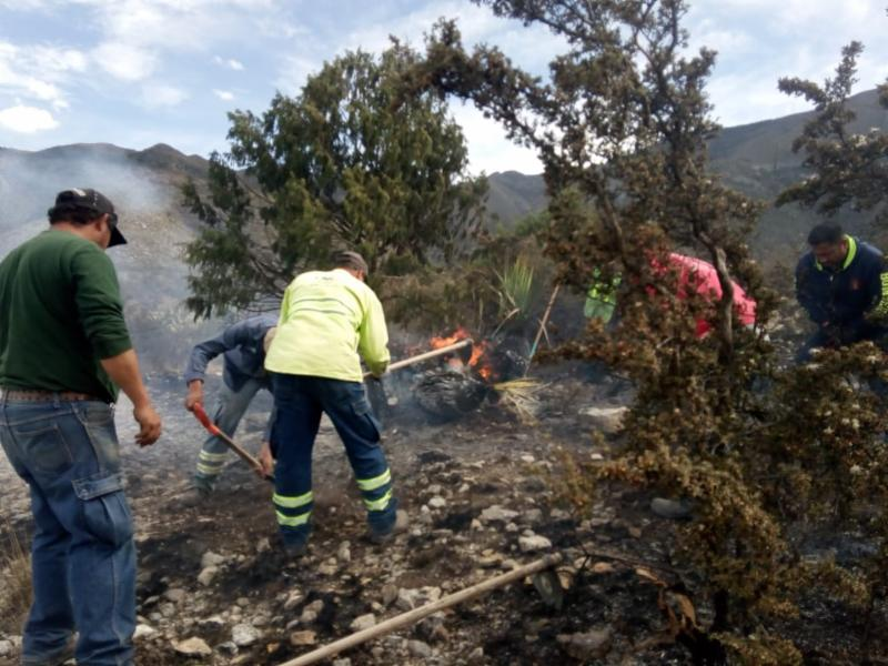 Controlan incendio en falda de la sierra