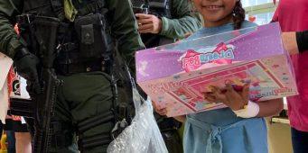 Lleva Grupo de Reacción Sureste juguetes a pequeños pacientes del Hospital del Niño