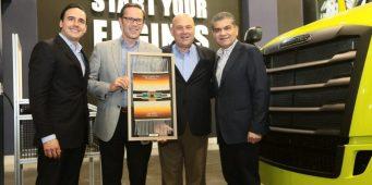 Reconoce Estado a empresa automotriz por su décimo aniversario