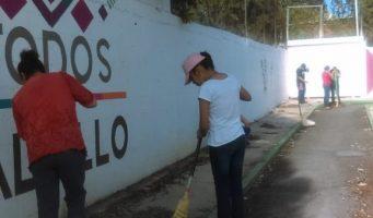 Se unen vecinos con el municipio para limpiar espacios públicos