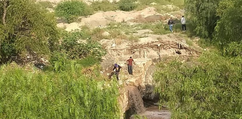 Hombre es arrastrado por la corriente en arroyo, está desaparecido