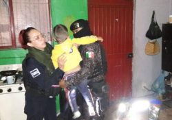 Reconoce alcalde a policías por rescate de menor en riña