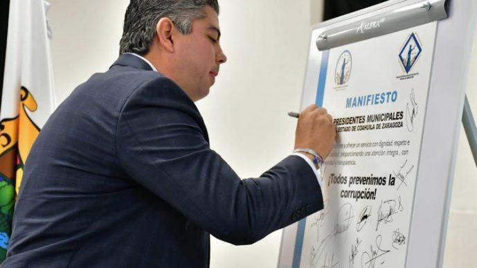 Se comprometen alcaldes a combatir la corrupción