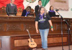 """Rechaza Vivir Quintana """"amor tóxico"""", la lagunera cantautora del himno feminista"""