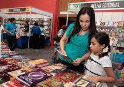 Autores italianos suspenden participación en Feria del Libro de Arteaga