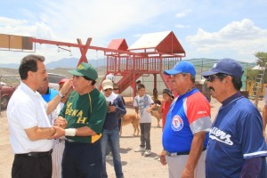 Respaldan beisbolistas veteranos a Fernando