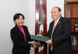 RMV entrega nombramiento a Sandra Luz Rodriguez Wong 3