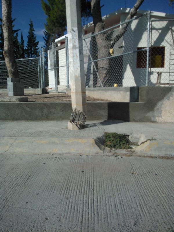 Poste fracturado Colonia Silleres